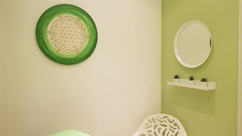 Salzgrotte Wellness Lebensblumenbild grün