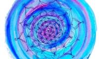 Lebensblumenbild-blau-lila-Mandala-weiß